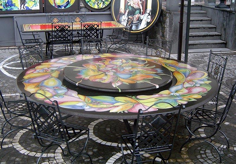 Tavolo rotondo con supporto girevole, con decoro fiori fatto a mano a rilievo