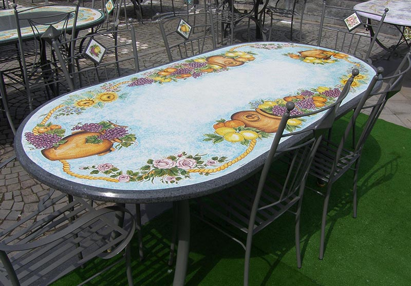 Tavolo ovale con fondo smaltato