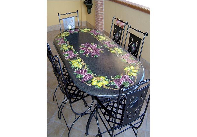 Tavolo ovale con decoro di frutta